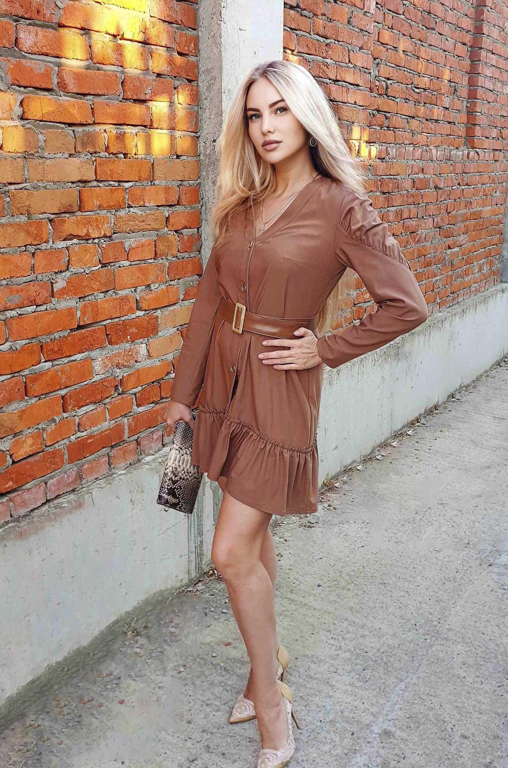 платье мини коричневого цвета