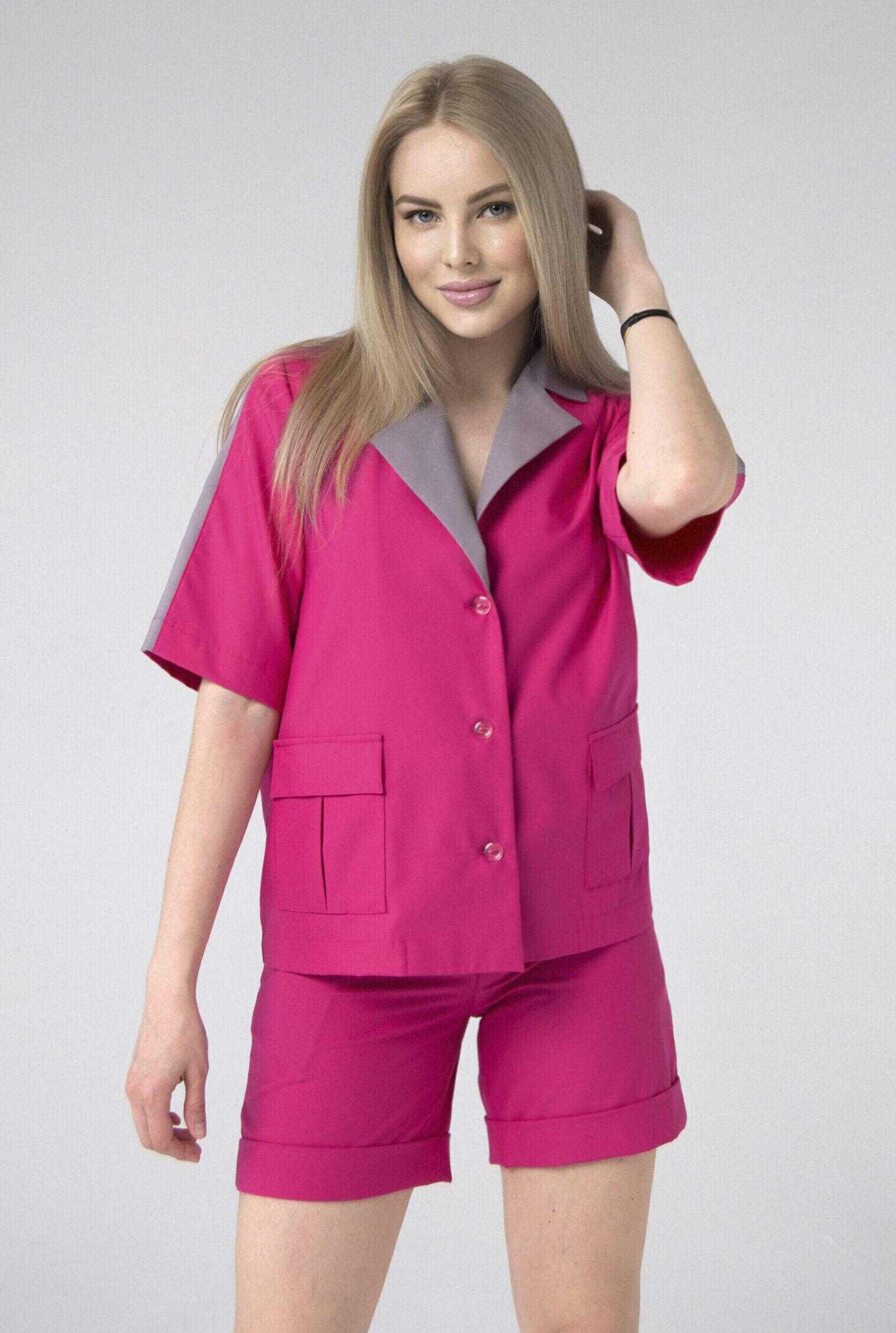 женский костюм розового цвета