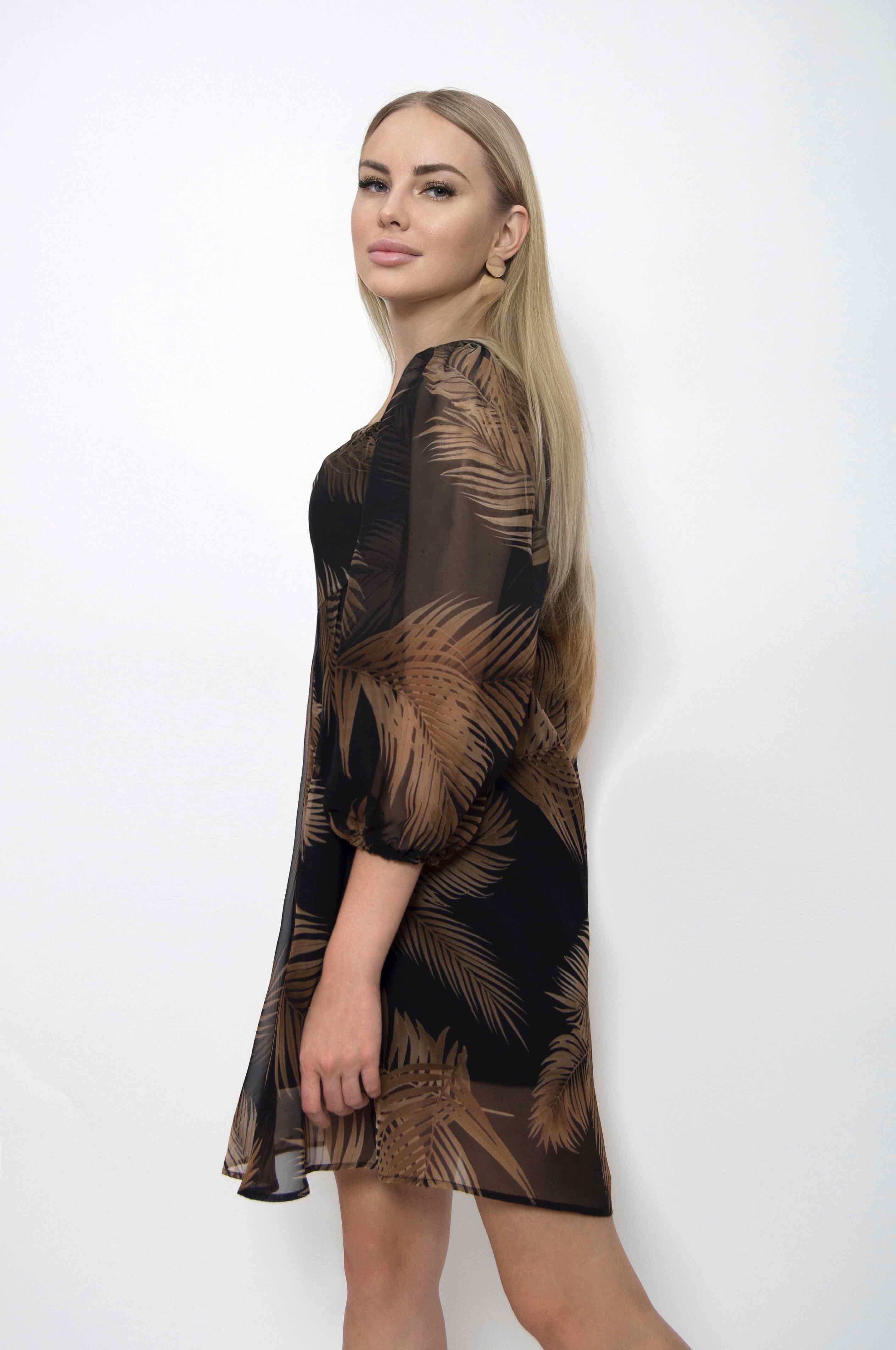 Платье из принтованного шифона на подкладе. Лиф фиксируется резинками по полочке и спинке,что обеспечивает идеальную посадку в области груди. Расклешенная юбка